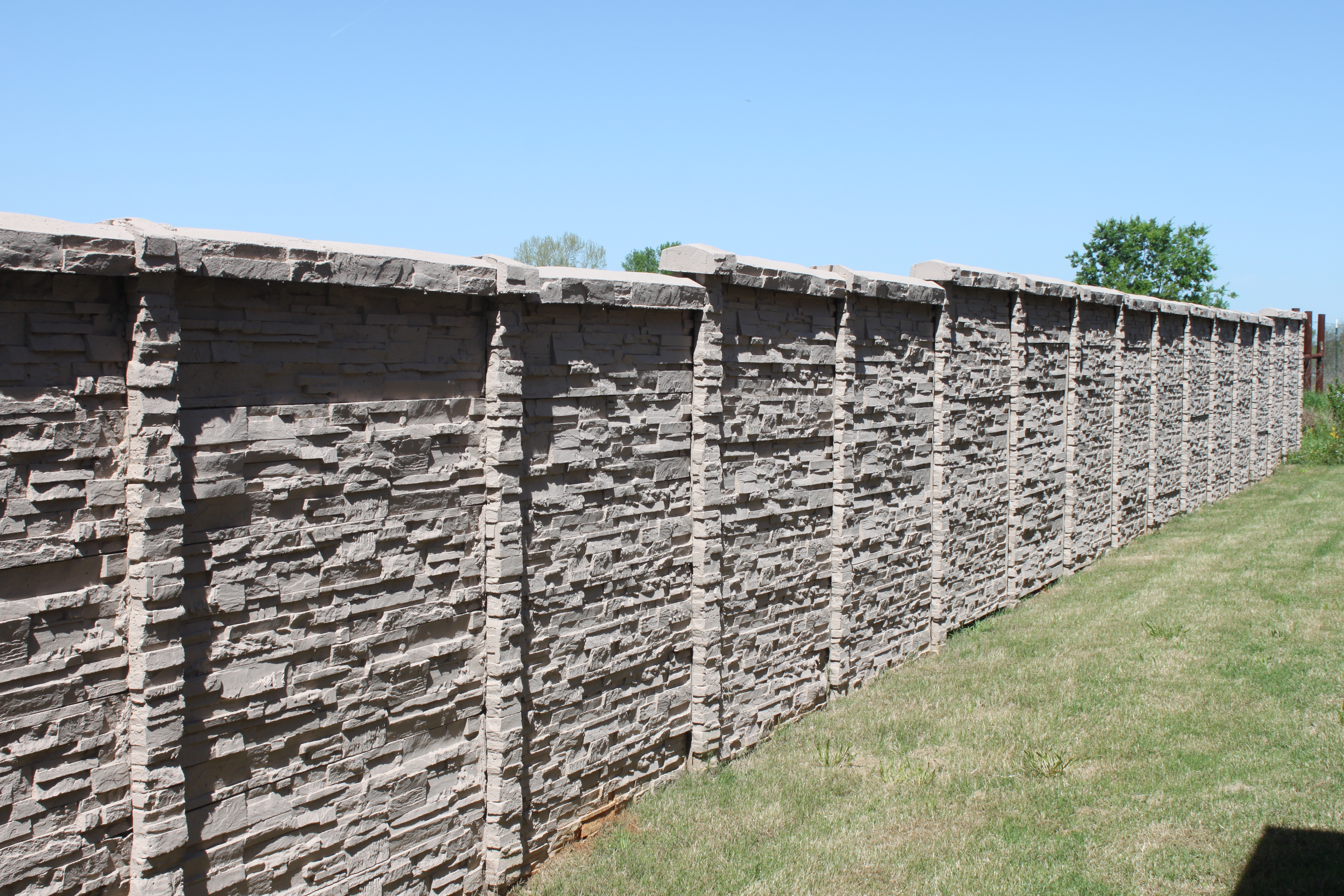 ChiselStone Concrete Screening Wall